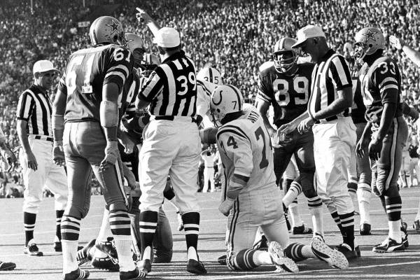 Cowboys players Blaine Nye (61), Craig Morton and Mike Ditka (89) argue with the officials as they award the Colts possession following Duane Thomas' fumble in the third quarter of Super Bowl V. Kneeling, Colts defensive tackle Billy Ray Smith (74) signals that it's Baltimore's ball. (Credit: The Dallas Morning News)